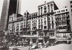 1971 - Palacete Santa Helena, na Praça da Sé.  Ao fundo, à esquerda, o edifício Mendes Caldeira. Ambos demolidos quando da construção da estação Sé do Metrô.