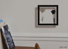 Poetic wall – Sticker Cadre Ombre « L'envoleuse » - Sticker effet 3D – Facile à poser en un seul élément.