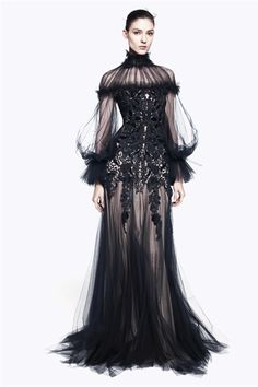 #moda Photos and comments about the collection, the outfits and accessories for Alexander McQueen presented for Pre-Fall Winter 2012/2013