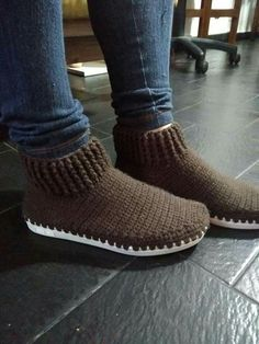 Breckenridge Boots with Flip Flop Soles Crochet pattern by Jess Coppom Make & Do Crew Crochet Slipper Boots, Crochet Sandals, Knit Shoes, Knitted Slippers, Crochet Shoes Pattern, Shoe Pattern, Crochet Patterns, Crochet Basics, Crochet Yarn