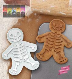 Formina per biscotti originali da fare ad Halloween  GingerDead Men  http://www.floreskine.com/formina-biscotti-omino-pan-di-zenzero-scheletro/