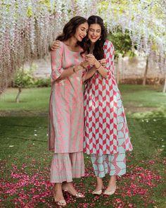 New Kurti Designs, Simple Kurta Designs, Kurta Designs Women, Kurti Designs Party Wear, Stylish Kurtis Design, Stylish Dress Designs, Stylish Dresses, Long Dresses, Casual Dresses