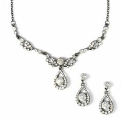 Get an elegant look with this necklace and earrings set at #prom