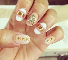 Zendaya's Pretty Nails May 2013 Gold Nails, Nude Nails, Pastel Nails, Gorgeous Nails, Pretty Nails, Fabulous Nails, Zendaya Nails, Sponge Nail Art, French Acrylic Nails