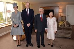 (L-R) Catherine, Duchess of Cambridge, Prince William, Duke of Cambridge, President of Singapore Tony Tan Keng Yam and his wife Mary Chee Bee Kiang pose for a photo at the Royal Garden Hotel on the first of a four day state visit to the UK on October 21, 2014 in London, England.