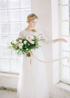 Organic winter wedding inspiration Photo by Petra Veikkola Photography Styling + florals Hey Look