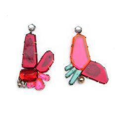 Orecchini Pink Red Drops - Nikki Couppee - USA - Realizzati in plexiglass, oggetti trovati, ottone, argento