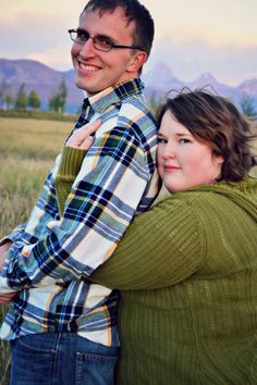 outdoor couple's photography | unique couple's poses | plus size photography poses