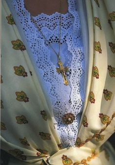 ENTRE COTON ET SOIE - LE BLOG DE L'ARLESIENNE Pastorale, Brooch, Traditional, Costumes, Blog, Silk, Camargue, Folk Dance, Cotton