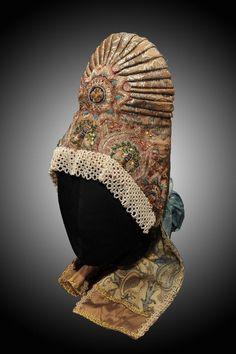 """Кичка-шишак с понизью. Женский головной убор замужней женщины предполагал полное """"покрытие"""" головы."""