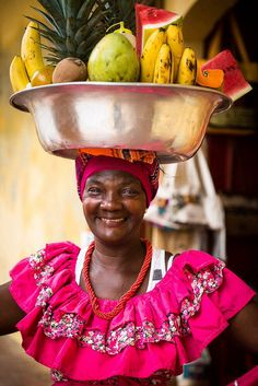 A happy woman going to the market. African American Art, African Women, Colombian Culture, South America Travel, Central America, People Around The World, Beautiful People, Beautiful Things, Beautiful Pictures