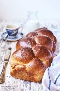 Brioche quattro e quattr'otto Homemade Dinner Rolls, Dinner Rolls Recipe, Real Food Recipes, Yummy Food, Biscuits, Braided Bread, Breakfast At Tiffanys, No Bake Desserts, Food To Make