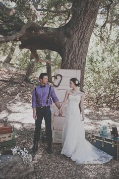 boho chic wedding-I deeply appreciate the props they utilized in their wedding! Beautiful!