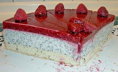 Himbeermohnkuchen Deserts I probably wont ever make but they look good. Bakery Cakes, Food Cakes, Sweet Recipes, Cake Recipes, Lucky Food, German Baking, Summer Cakes, Easy Baking Recipes, Sweet Pastries