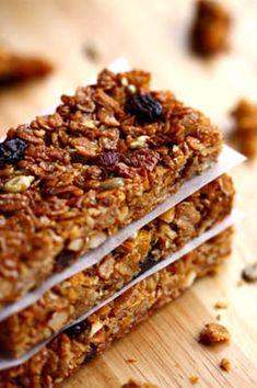 cereal bars (flapjacks) with apple, raisins and hazelnuts...for 12...   200 g rolled oats - 100g butter (or almond puree) - 80 g of cane sugar - 100 g honey - 50 g hazelnuts - 50g raisins - 30g sunflower seeds - 30 g of dried apple - 1 teaspoon ground cinnamon - 1 pinch salt