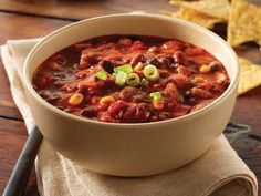 Does your day need spicing up? Why not try this 'Vegetarian Chili Bowl' recipe by HIF health expert Susie Burrell. The dish is easy to make, crammed full of vital nutrients and serves four people. Chili Bowl Recipe, Chili Recipes, Soup Recipes, Diet Recipes, Healthy Recipes, Healthy Soup, Healthy Eating, Stay Healthy, Healthy Chicken
