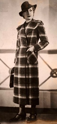 1938 1938 Fashion, Fashion Photo, Vintage Fashion, 1930s Costumes, Vintage Clothing, Vintage Outfits, Vintage Wardrobe, Vintage Glamour, Fashion Fabric