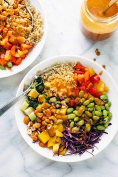 Quinoa Crunch Salad with Peanut Dressing – Pinch of Yum Quinoa Crunch Salad! Crunchy rainbow veggies, juicy fresh mango, fluffy quinoa, chili lime cashews, and some creamy peanut dressing. Healthy Salad Recipes, Real Food Recipes, Vegetarian Recipes, Cooking Recipes, Pasta Recipes, Thai Crunch Salad, Peanut Dressing, Clean Eating, Healthy Eating