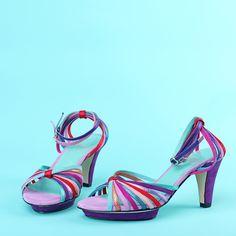 Ønsker meg! Smarte, - selv uten tårnhøye hæler. Sko fra Ingunn Birkeland Oslo Oslo, Sandals, Heels, Scale, Fashion, Heel, Weighing Scale, Moda, Shoes Sandals