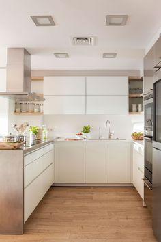 Gorgeous White Kitchen Cabinet Design Ideas - Page 23 of 84 White Kitchen Cabinets, Kitchen Cabinet Design, Kitchen Interior, New Kitchen, Kitchen Decor, Kitchen Soffit, Kitchen Walls, Decorating Kitchen, Decorating Ideas
