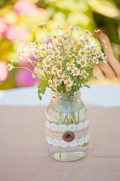 rustic wedding decor flower arrangement idea / http://www.deerpearlflowers.com/chamomile-daisies-wedding-ideas/