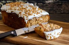 This is the BEST Carrot Cake Loaf Recipe you will ever make! It's so moist, soft and full of carrot cake flavor topped cream cheese frosting! Carrot Cake Loaf, Moist Pumpkin Bread, Gluten Free Carrot Cake, Carrot Cake Cookies, Best Carrot Cake, Dessert Bread, Dessert Recipes, Frosting Recipes, Dinner Recipes