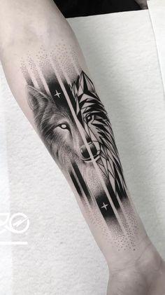 Hand Tattoos, Tattoos Arm Mann, Cool Forearm Tattoos, Finger Tattoos, Wolf Tattoo Design, Latest Tattoo Design, Tattoo Designs Men, Wolf Tattoo Sleeve, Best Sleeve Tattoos