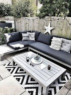 Backyard Seating, Backyard Patio Designs, Outdoor Seating Areas, Diy Patio, Modern Backyard, Outdoor Lounge Sets, Seating Area In Garden, Backyard Ideas, Outside Seating Area