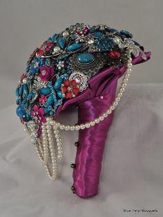 Cascading Brooch Bouquet #WeddingBouquet #BroochBouquet #bouquet #wedding