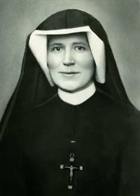 St. Faustina,  llamada Apóstol de la Divina Misericordia, fue una monja católica polaca.