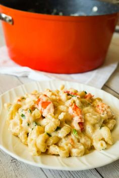 Lobster Mac and Cheese is a delicious seafood pasta recipe made with chunks of precooked lobster, mozzarella, cheddar and Swiss cheese. Creamy Pasta Recipes, Macaroni Recipes, Seafood Pasta Recipes, Yummy Pasta Recipes, Vegan Recipes Easy, Side Dish Recipes, Easy Dinner Recipes, Diet Recipes, Crawfish Recipes