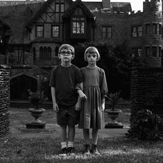 Luke & Abigail The Haunting of Hill House Netflix tv series Movies And Series, Movies And Tv Shows, Tv Series, House On Haunted Hill, House On A Hill, Haunted Houses, Netflix Home, Netflix Tv, Ghosts