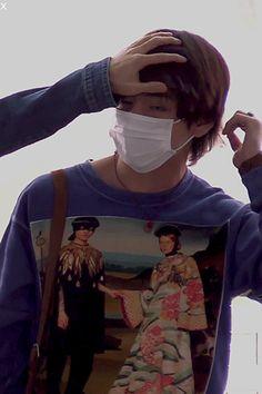 ❤Jin settling Tae's hair