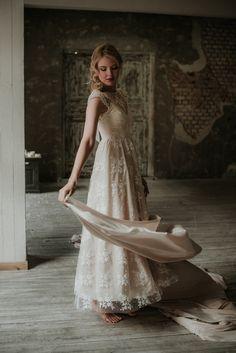 La collezione 2017 di Nadia Manzato: mood vintage e dettagli sbarazzini. Modelli lunghi e romantici oppure corti ispirati agli anni '50 e '60.