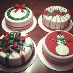 Cake to make your Christmas evening feel special desserts,de Mini Christmas Cakes, Christmas Cake Designs, Christmas Cake Decorations, Christmas Sweets, Holiday Cakes, Christmas Cooking, Xmas Cakes, Mini Cakes, Cupcake Cakes