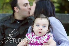 One of the cutest family portraits I've ever seen! via JL Studios