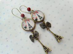"""Boucles d'oreille cabochon verre vintage """"love paris"""" noir, blanc, rouge, tour Eiffel, coeurs, breloques : Boucles d'oreille par miss-coopecoll"""