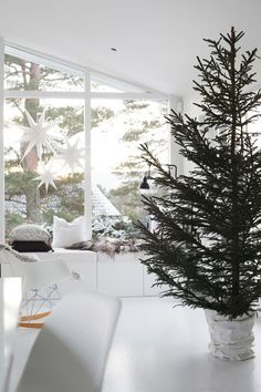 Christmas tree in the home of Eisabeth Heier. Simple, yet beautiful Christmas decorating ideas