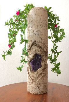 Concrete planter / chandelier with amethyst Odelina por IGNEAhome