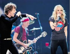 Carrie Underwood performing with Mick Jagger at the Rolling Stones Toronto concert, wearing the Stella & Dot Renegade Cluster Bracelet.