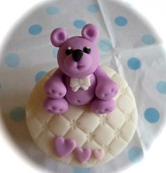 This super cute purple teddy bear cupcake is from Sweet & Neat Cupcakes.  He is so sweet, I'd want to keep him forever