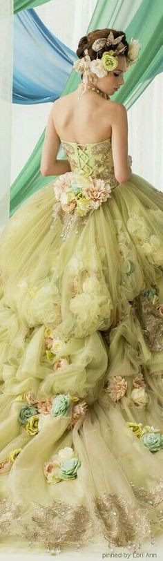Tendance Robe De Mariée 2018 : Can't wear this anywhere. But I LOVE it. Beautiful Gowns, Beautiful Outfits, Look Fashion, Fashion Design, Floral Fashion, Fashion Women, Fantasy Dress, Dream Dress, Pretty Dresses