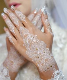 Henna Tattoo Hand, White Henna Tattoo, Henna Mehndi, Henna Diy, Henna Ideas, Lace Tattoo, Henna Tattoos, Art Tattoos, Mandala Tattoo