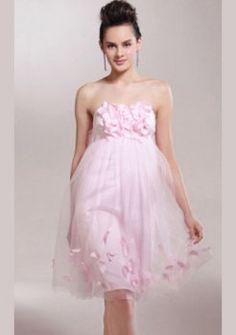 genou-longueur de tulle sur des robes de bal en satin court