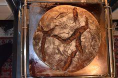 Tolles Brot aus dem Elektrobackofen.  Gelingt am Besten mit ordentlich Hitze darunter Kitchen, Good Food, Brot, Baking Center, Cooking, Kitchens, Cucina, Kitchen Floor