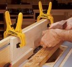 Homemade spline cutting fence constructed from wood and intended for utilization in conjunction with a router table. Easy Woodworking Projects, Teds Woodworking, Router Table Fence, Fence Builders, Woodsmith Plans, Do It Yourself Crafts, Homemade Tools, Knife Block, Wood Working
