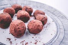 HEALTHY VEGAN CHOCOLATE TRUFFLES
