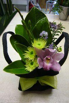 Modern Floral Arrangements, Creative Flower Arrangements, Church Flower Arrangements, Design Tropical, Floral Design, Unusual Flowers, Beautiful Flowers, Corpus Christi, Arte Floral