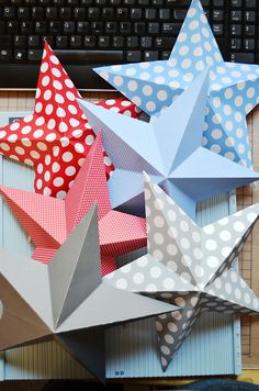 3D Stars to make from regular scrapbook paper! So cute for Christmas or fourth of July or birthdays!