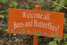 How to make your garden a home for wildlife How to attract wildlife to you your garden / backyard including birds, bees and butterflies Quick Garden, Gardening For Dummies, Plant Markers, Garden Quotes, Bee Art, Garden Signs, Plant Sale, Garden Planning, Garden Projects